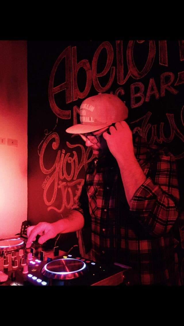 dj shit! - abetone music bar - sassari - 14 dicembre - 2019 - evento - sa scena sarda