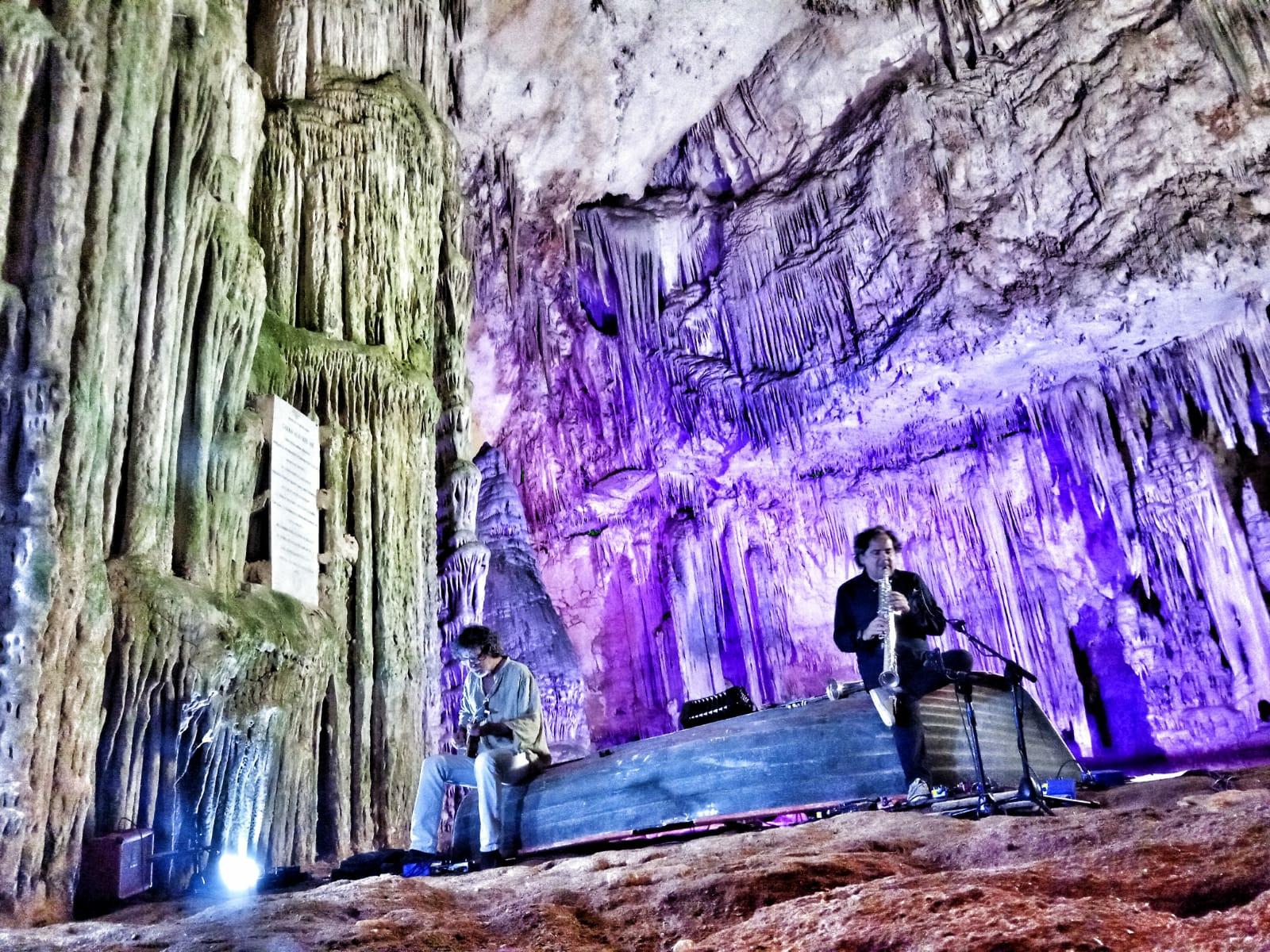 Enzo Favata - Marcello Peghin - Grotte di Nettuno - Alghero - Musica sulle Bocche - festival - presentazione - Los Angeles - notizie - 2020 - Sa Scena Sarda