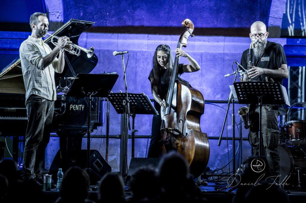 Forma e Poesia nel Jazz - Daniele Fadda - Federica Michisanti Horn Trio - report - 2019 - Simone La Croce - Luca Garau - Sa Scena Sarda