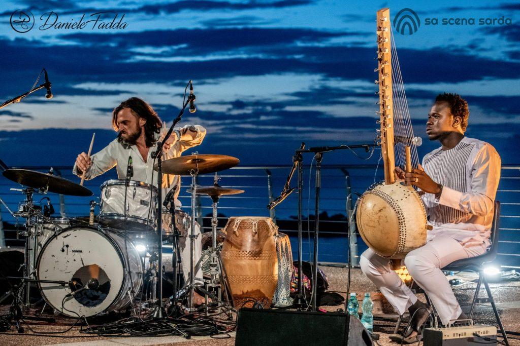 Isole che Parlano - Isole che Parlano di Musica - Freedom of Movement - Jabel Kanuteh - Marco Zanotti - Daniele Fadda - festival - Palau - 2020 - Sa Scena Sarda - 11 settembre 2020