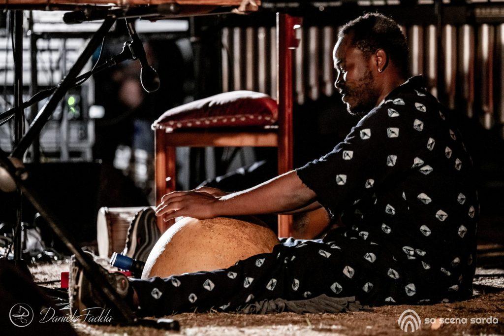 Isole che Parlano - Isole che Parlano di Musica - Pasquale Mirra - Kalifa Kone - Daniele Fadda - festival - Palau - 2020 - Sa Scena Sarda - 12 settembre 2020