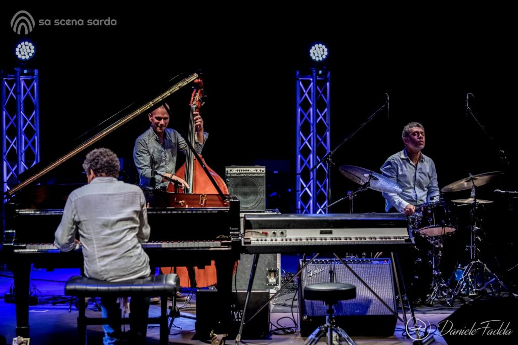 Ai Confini tra Sardegna e Jazz - Sant'Anna Arresi Jazz Festival - Jacky Terrason - Jacky Terrason Trio - Daniele Fadda - foto report - Sant'Anna Arresi - festival- 2020 - Sa Scena Sarda - 04 Settembre 2020