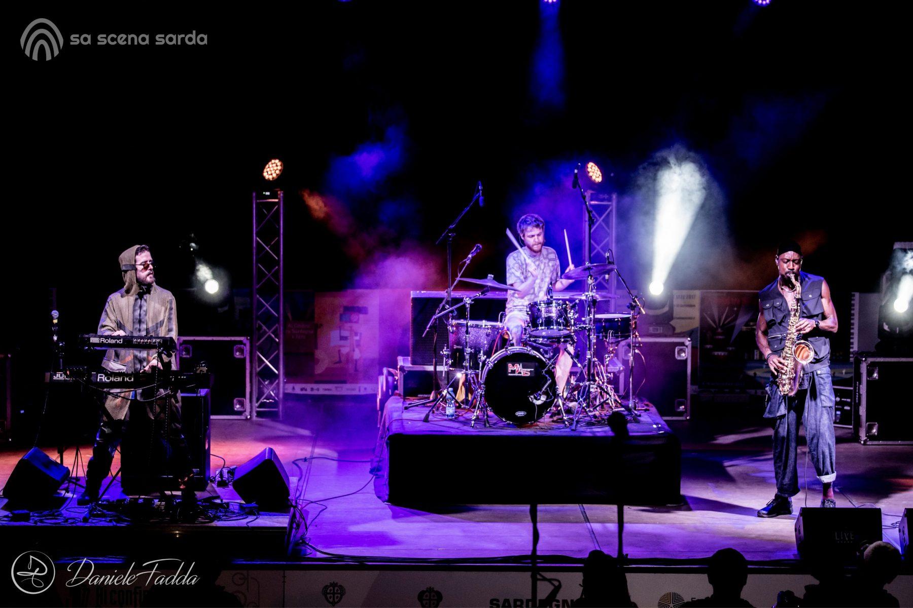 Ai Confini tra Sardegna e Jazz - Sant'Anna Arresi Jazz Festival - The Comet is Coming - Daniele Fadda - foto report - Sant'Anna Arresi - festival- 2020 - Sa Scena Sarda - 05 Settembre 2020