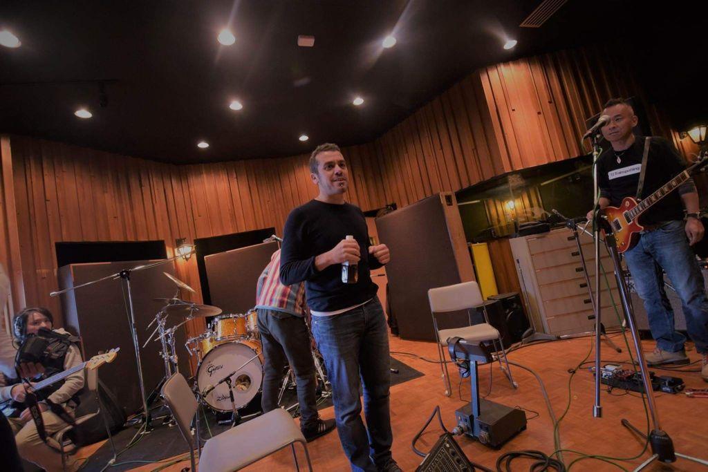 È tutta scena - Enrico Kikko Sesselego - Kitty Studio - Giappone -sessione registrazione - intervista - Luca Garau - 2021 - Sa Scena - 28 maggio 2021