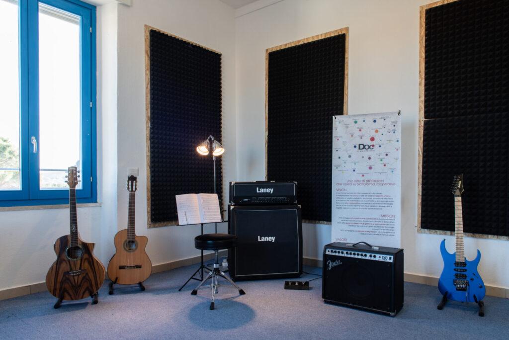 Aula Chitarra - Mea - Scuola Civica di Musica - Siniscola - Carlo Setzi - È tutta scena - intervista - Mauro Piredda - 2021 - Sa Scena - 14 maggio 2021