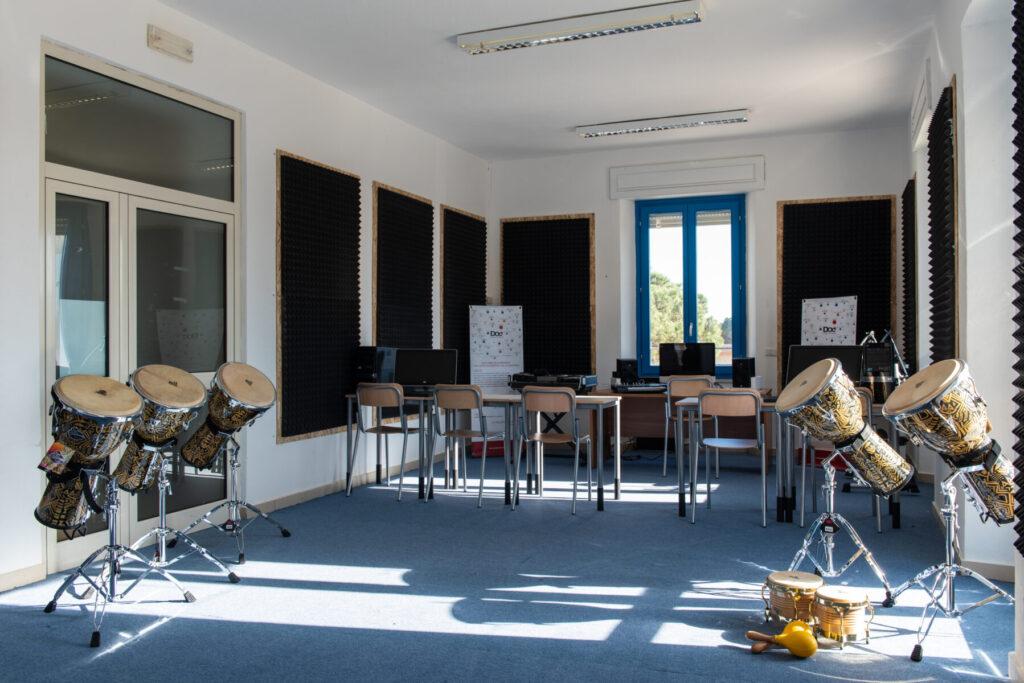 Aula Percussioni - Mea - Scuola Civica di Musica - Siniscola - Carlo Setzi - È tutta scena - intervista - Mauro Piredda - 2021 - Sa Scena - 14 maggio 2021