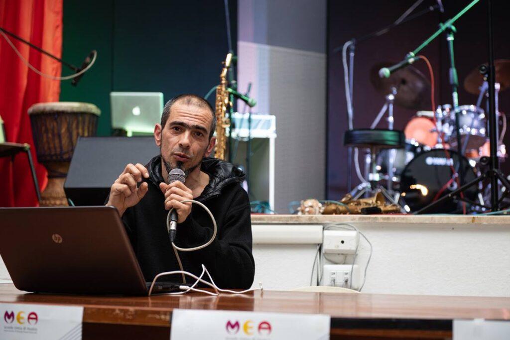 Carlo Setzi - direttore - Alessandro Cucchi - Mea - Scuola Civica di Musica - La Caletta - Siniscola - È tutta scena - intervista - Mauro Piredda - 2021 - Sa Scena - 14 maggio 2021