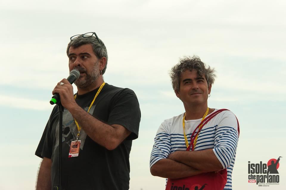 È tutta scena - Nanni Angeli - Paolo Angeli - Isole che Parlano - Francesco Conversano - 2018 - intervista - Simone La Croce - 2021 - Sa Scena - 2 luglio 2021