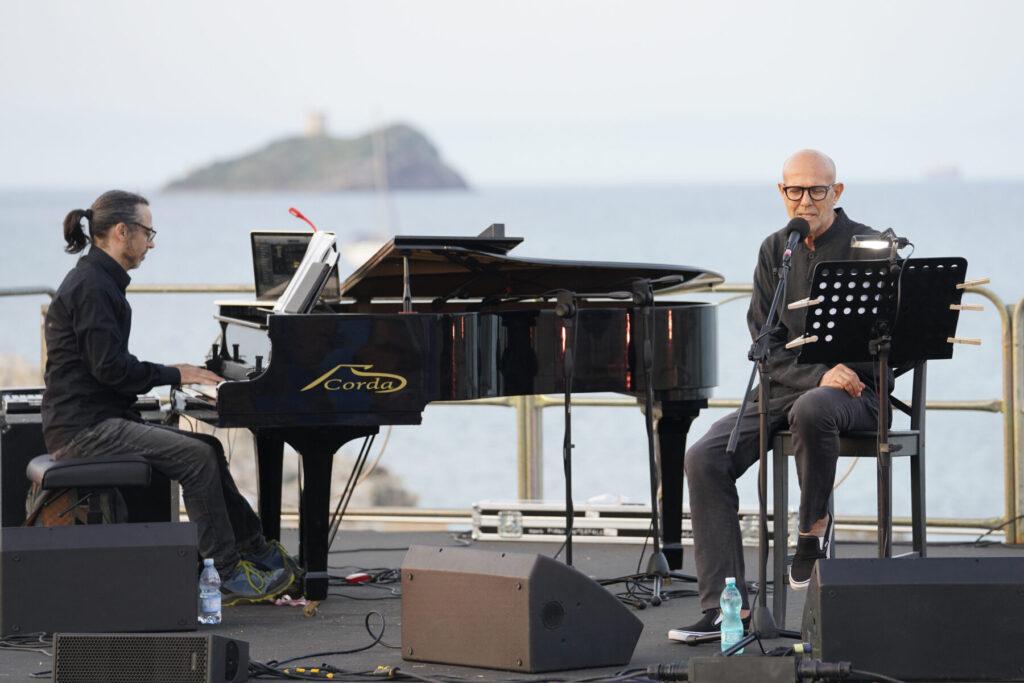 La Notte dei Poeti - Marcello Murru - Daniela Zedda - Nora - Teatro Romano - live report - Claudio Loi - 2021 - Sa Scena - 3 agosto 2021