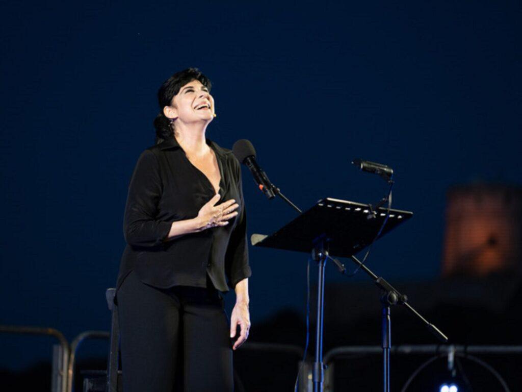 La Notte dei Poeti - Mariangela D'Abbraccio - Daniela Zedda - Nora - Teatro Romano - live report - Claudio Loi - 2021 - Sa Scena - 3 agosto 2021