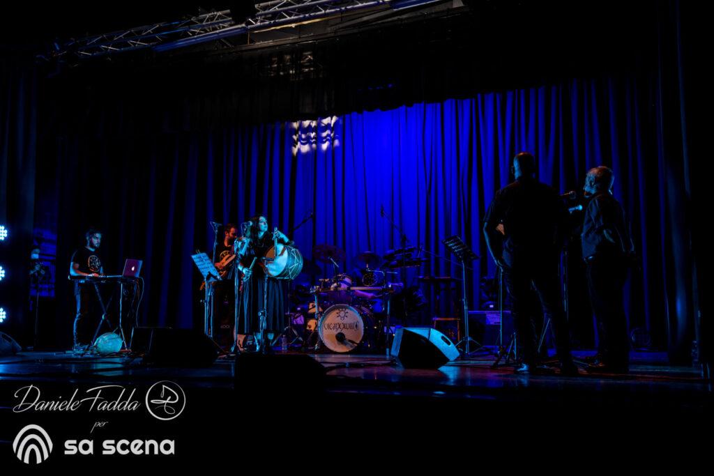 Isole che Parlano - Ilienses - Tenore Murales di Orgosolo - Daniele Fadda - Cine Teatro Montiggia - Palau - 10 settembre 2021 - foto report - 2021 - Sa Scena - 11settembre 2021