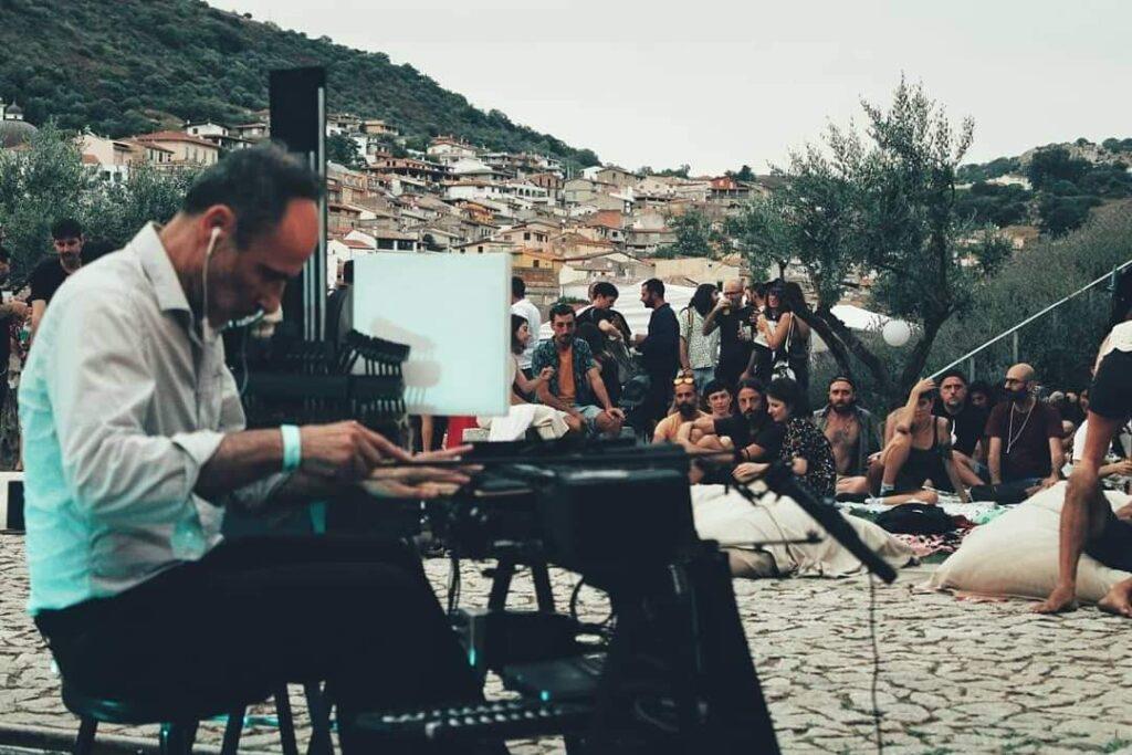 È tutta scena - Daniele Ledda - Clavius - Museo Nivola - Daniele Fadda - intervista - Simone La Croce - 2021 - Sa Scena - 13 agosto 2021